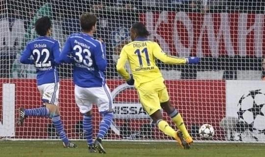 Blues golearam sem dó o Schalke 04 (Foto: Reuters)