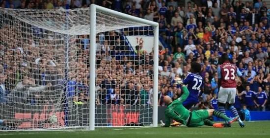 William marcou o gol que selou a vitória contra o Villa (Foto: Chelsea FC)