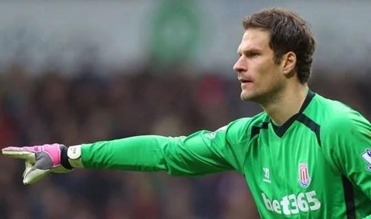 Begovic é o mais cotado para substituir Petr Cech (Foto: Getty Images)