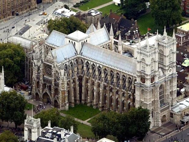 Catedral que sediou o último casamento real é inspiração para o novo Stamford Bridge (Foto: AFP)
