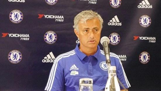 Mourinho em entrevista nos EUA (Foto: Chelsea FC)