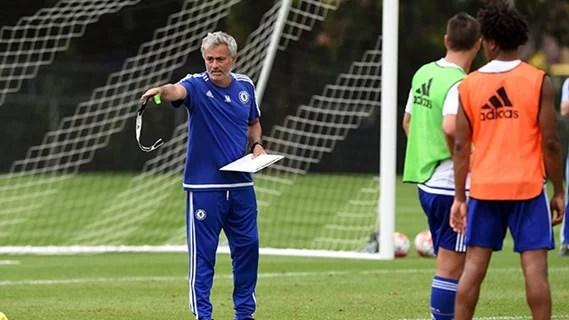 Mou falou abertamente sobre o futuro do lateral brasileiro (Foto: Chelsea FC)
