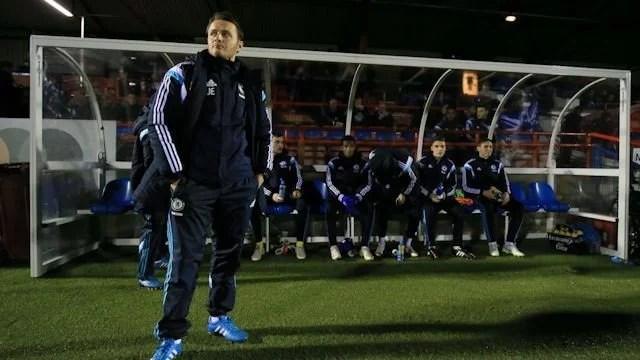 Joe Edwards tentará fazer mais uma temporada de sucesso junto ao Sub-18 dos Blues (Foto: Site oficial Chelsea FC)