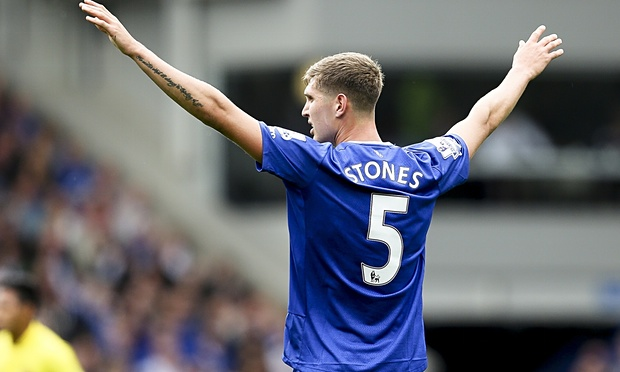 Stones é considerado o sucessor ideal para John Terry (Foto: Getty Images)