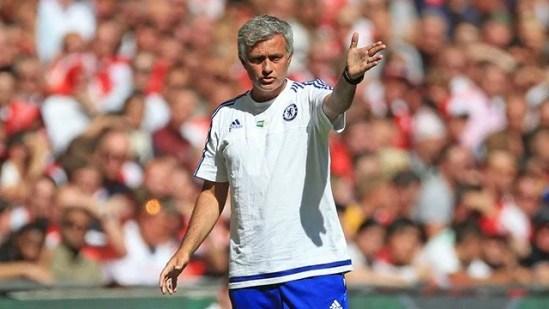 Mourinho durante a partida desse domingo (Foto: Chelsea FC)