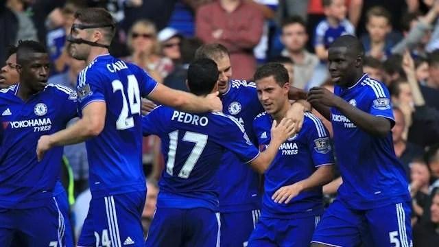 Jogadores comemoram o gol de Hazard, que sacramentou a vitória sobre o Arsenal (Foto: Chelsea FC)