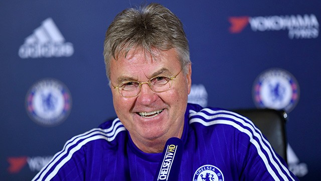 Hiddink comentou situações de Pato e Willian (Foto: Chelsea FC)
