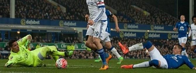 Costa quase abriu o marcador (Foto: Reuters)