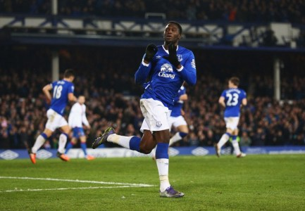 LIVERPOOL, ENGLAND - DECEMBER 07: Romelu Lukaku of Everton celebrates scoring the equalising goal during the Barclays Premier League match between Everton and Crystal Palace at Goodison Park on December 7, 2015 in Liverpool, England. (Photo by Clive Brunskill/Getty Images)