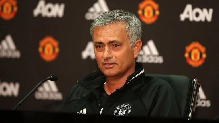 Mourinho voltará a Stamford Bridge dez meses após sua demissão (Foto: SKYSports)