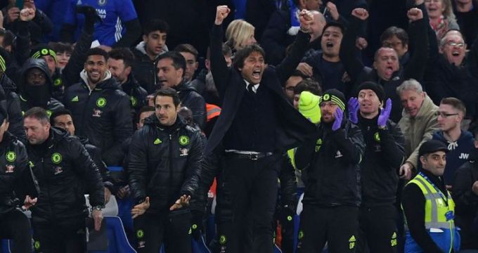Chelsea's Italian head coach Antonio Conte celebrates at the final whistle during the English Premier League football match between Chelsea and Tottenham Hotspur at Stamford Bridge in London on November 26, 2016. / AFP / Ben STANSALL / RESTRICTED TO EDITORIAL USE. No use with unauthorized audio, video, data, fixture lists, club/league logos or 'live' services. Online in-match use limited to 75 images, no video emulation. No use in betting, games or single club/league/player publications.  /         (Photo credit should read BEN STANSALL/AFP/Getty Images)
