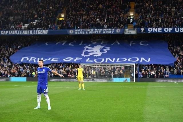 Stamford bridge deve receber dois mil torcedores em dezembro. CLubes de Londres e Liverpool foram beneficiados com decisão do Governo