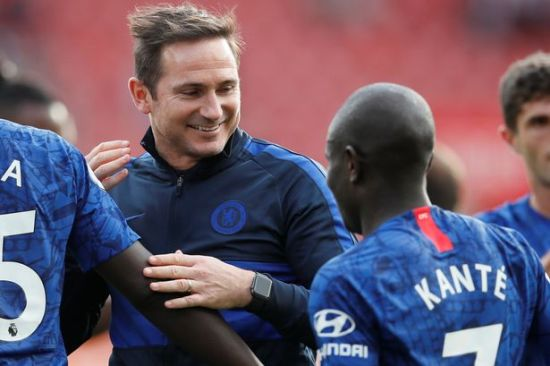 Lampard sorrindo para Kanté