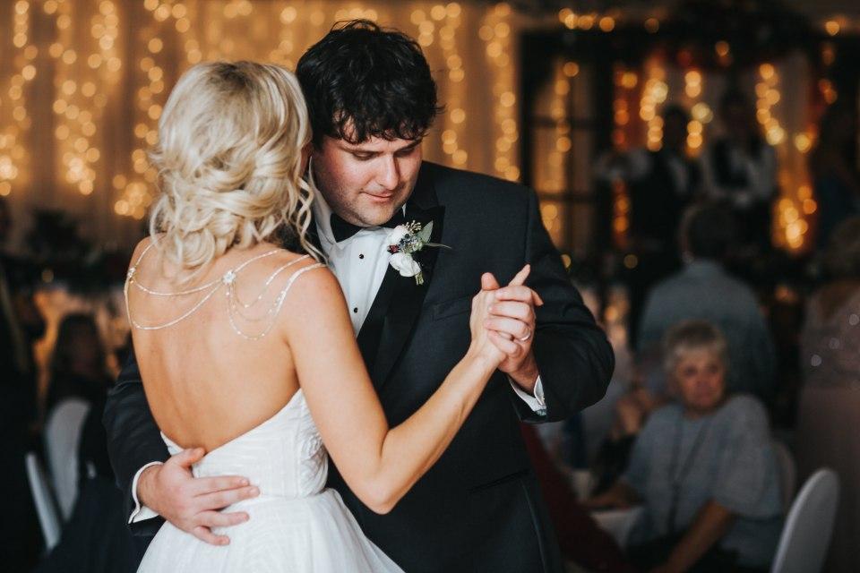Chelsea Dawn Weddings Lindsay and Jared Cedar Falls IA (109)