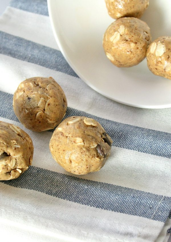 Peanut Butter Chocolate Chip Protein Balls