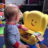 http://cm.honesttech.co.uk/2014/10/fisher-price-laugh-learn-smart-stages-chair-review/