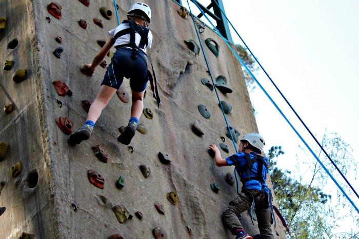 Climbing wall race