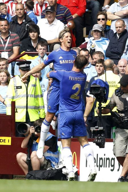 Fernando+Torres+celebrates+his+goal+against+Manchester+City+with+teammate+Branislav+Ivanovic+during+their+English+FA+Community+Shield+soccer+match+at+Villa+Park