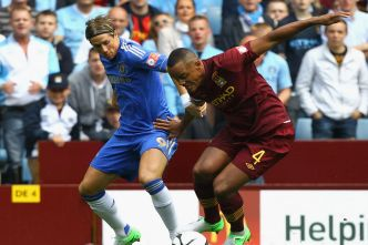 Fernando+Torres+competes+with+Vincent+Kompany+during+the+FA+Community+Shield+match+between+Manchester+City+and+Chelsea+at+Villa+Park