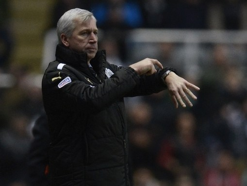 Newcastle United manager Alan Pardew reacts during their English Premier League soccer match against Chelsea in Newcastle
