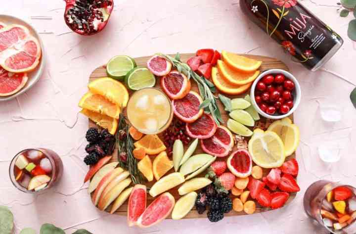 Board with fruit and red wine