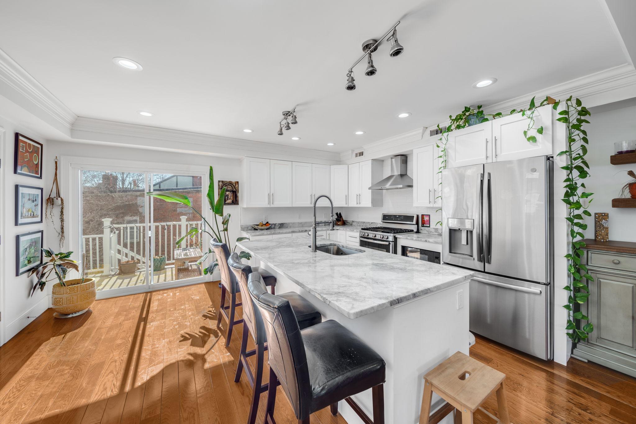 Bi-level Condo for sale. Chelsea Real Estate