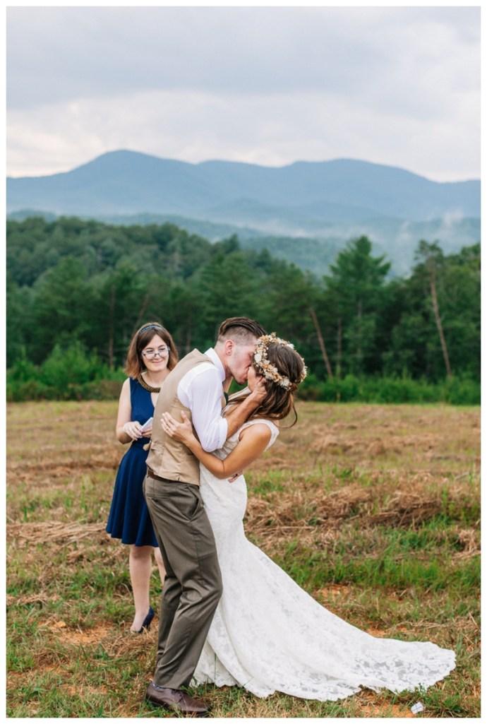 Destination_Wedding_Photographer_Mountain-Top-Cabin-Wedding_Elizabeth-and-Benjamin_Dahlonega-GA_0101.jpg