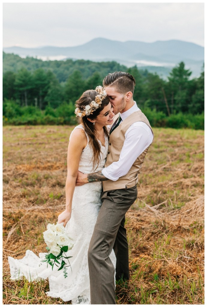 Destination_Wedding_Photographer_Mountain-Top-Cabin-Wedding_Elizabeth-and-Benjamin_Dahlonega-GA_0126.jpg