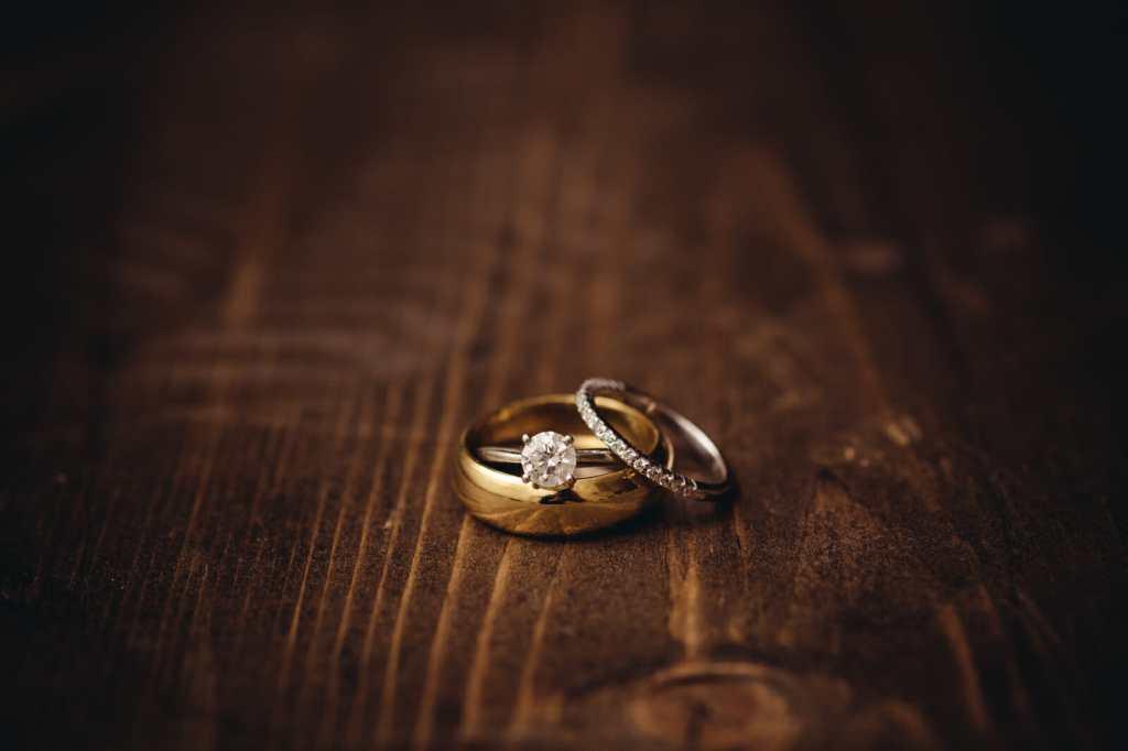 macro shot of couples wedding rings