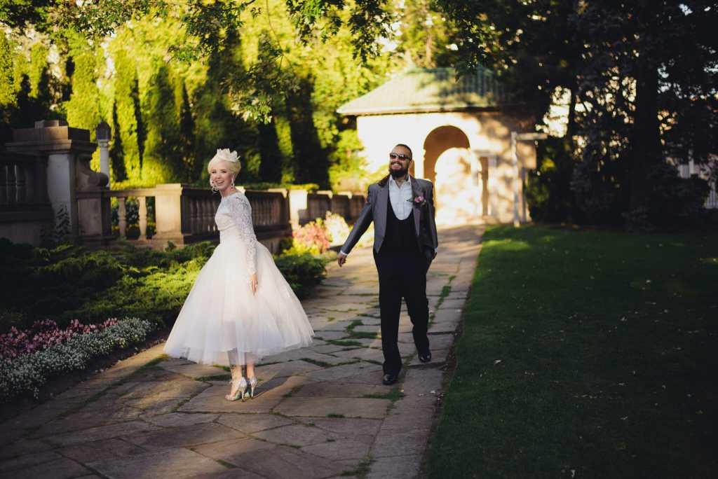 newlyweds on parkwood estate property oshawa