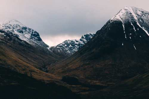 glencoe travel photography of three sisters
