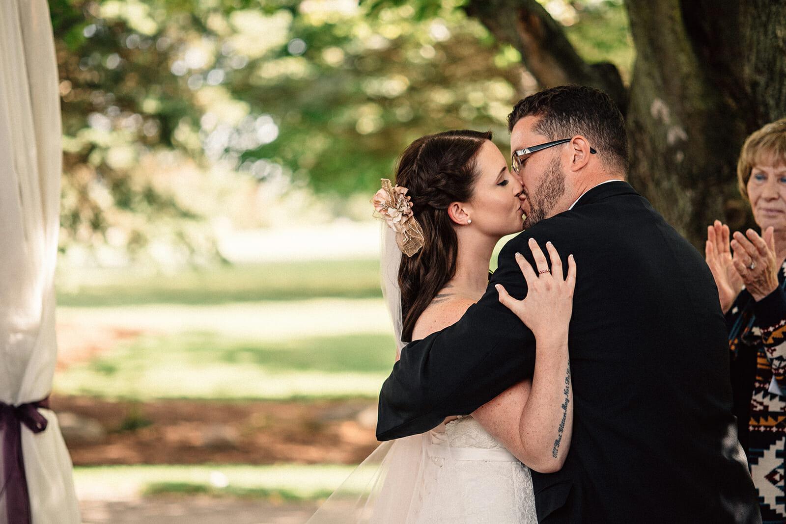first kiss wedding photo at oshawa wedding
