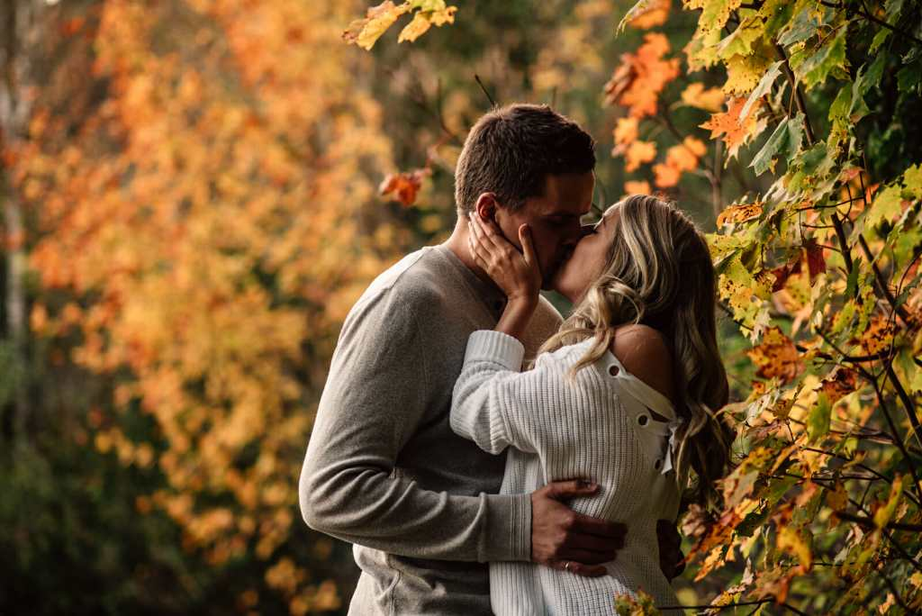 fall couple photos session toronto