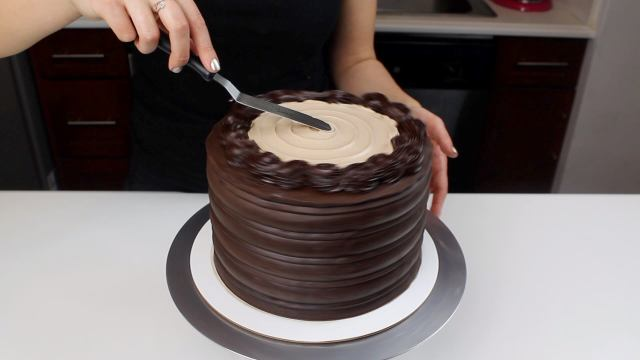 adding topping mother's day cake