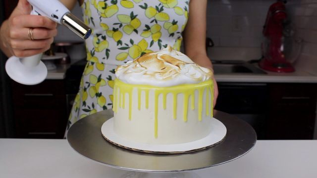 toasting the merginue lemon cake