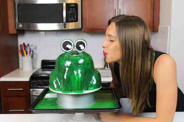 me with frog mirror glaze kissing-3
