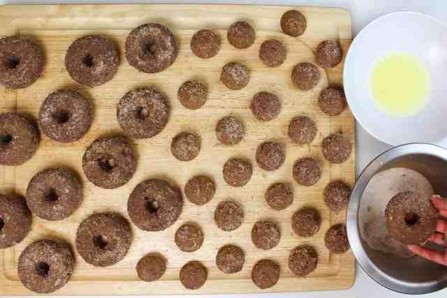 dunking apple cide donuts-2