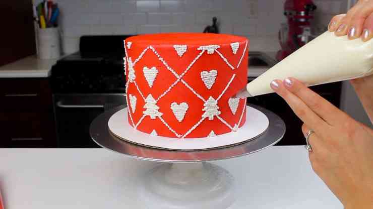 piping pattern onto sweater cake-2