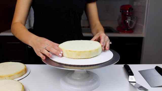 white velvet sweater cake first layer-2