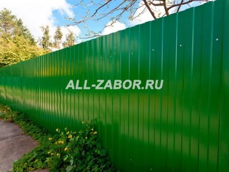 Забор из профнастила на ленточном фундаменте с покрытием ...