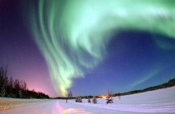 Zorza polarna to efekt zderzenia kosmicznej plazmy z atomami azotu i tlenu.