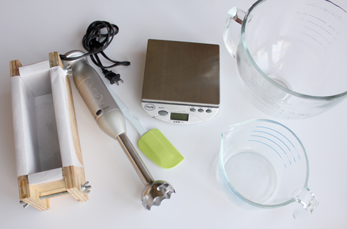 أدوات صناعة الصابون الصلب