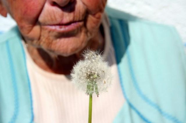 La vieille dame a une crevaison 1