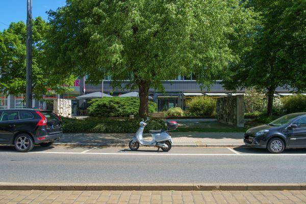 22.05.2016 CHEMNITZ / Vorschriftsmäßiges Parken von Mofa, Motorrad, Motorroller und Co. / Vorschriftsmäßig geparkt: ein Kraftfahrzeug - ein Parkplatz Foto: Maik Börner