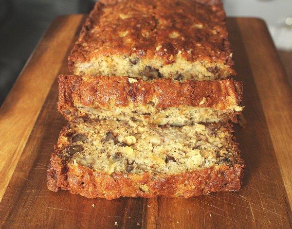 Easy, Moist Pineapple Banana Bread Recipe | Chenée Today