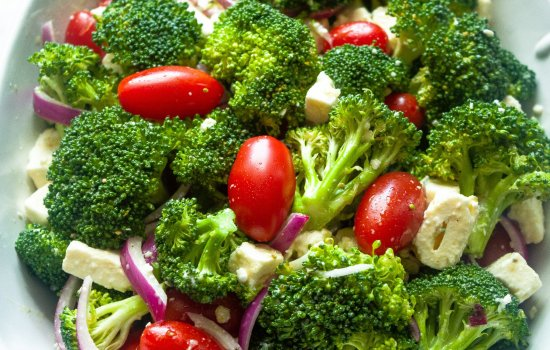 Keto Broccoli Salad with Tomatoes and Feta