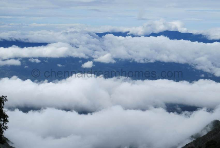 Clouds_covering_the_mountains.224213849_large