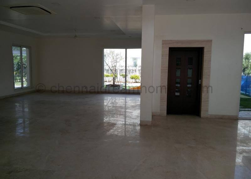Large, L-shaped Living cum Dining area with Lift