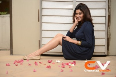 Tamil Actress Oviya Photos