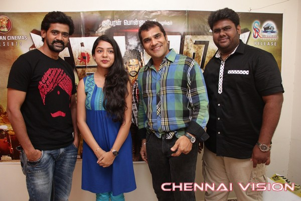 Sathuran-Movie-Team-Interview-Photos6